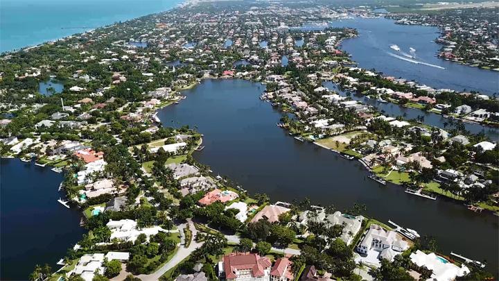 Aqualane Shores. Old Naples Real Estate in Naples, Florida